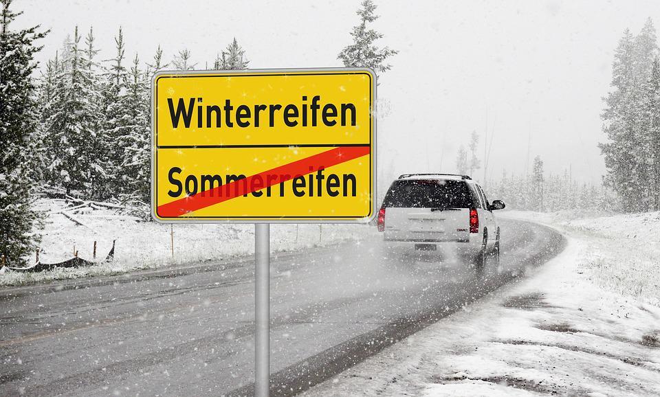 Winterreifenpflicht in Österreich: Sommerreifen im Winter